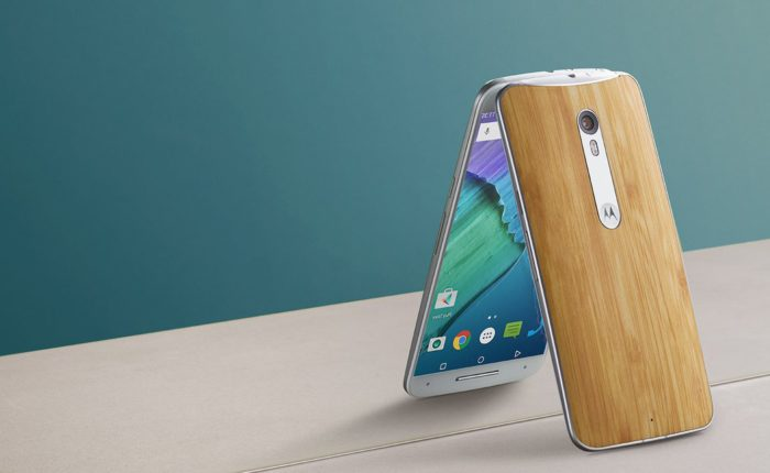 Moto X Pure gives you wood